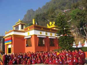 group-photo-of-monks-with-gonpa_588_441_100